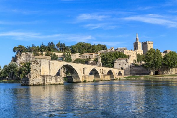 18036374 – avignon bridge and popes palace, pont saint-bnezet, provence, france